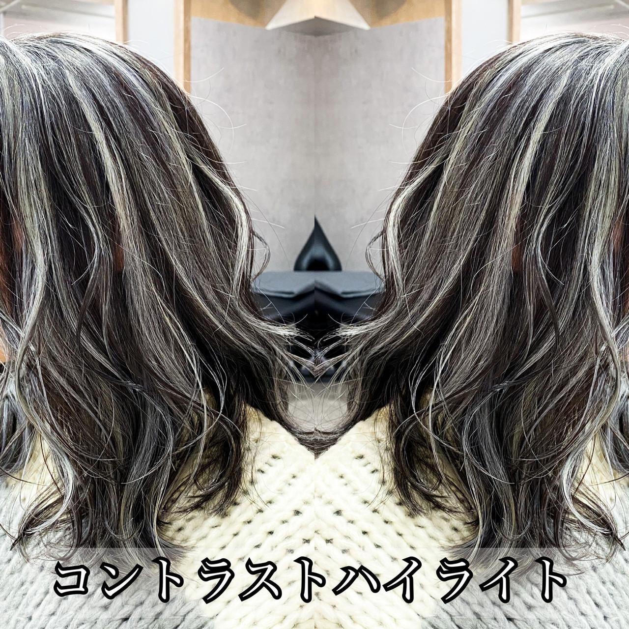ミルクティーグレージュ バレイヤージュ セミロング アッシュグレージュヘアスタイルや髪型の写真・画像