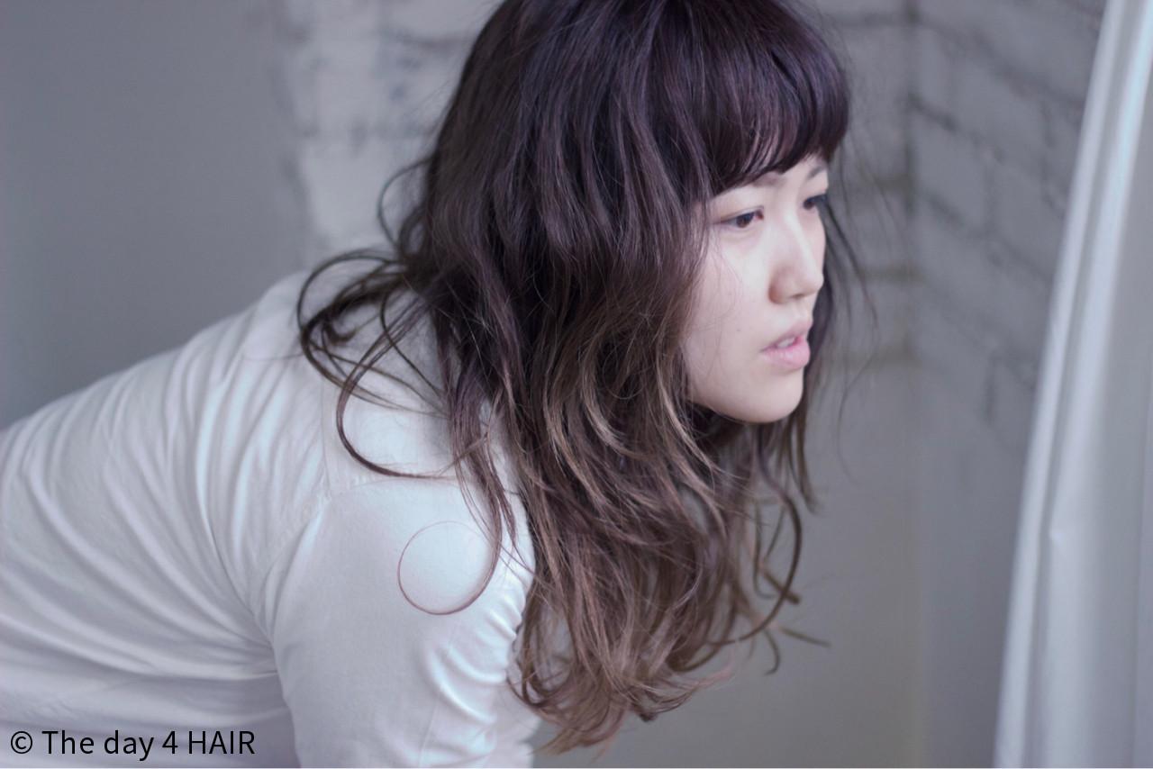レトロ ロング グラデーションカラー ウェーブヘアスタイルや髪型の写真・画像
