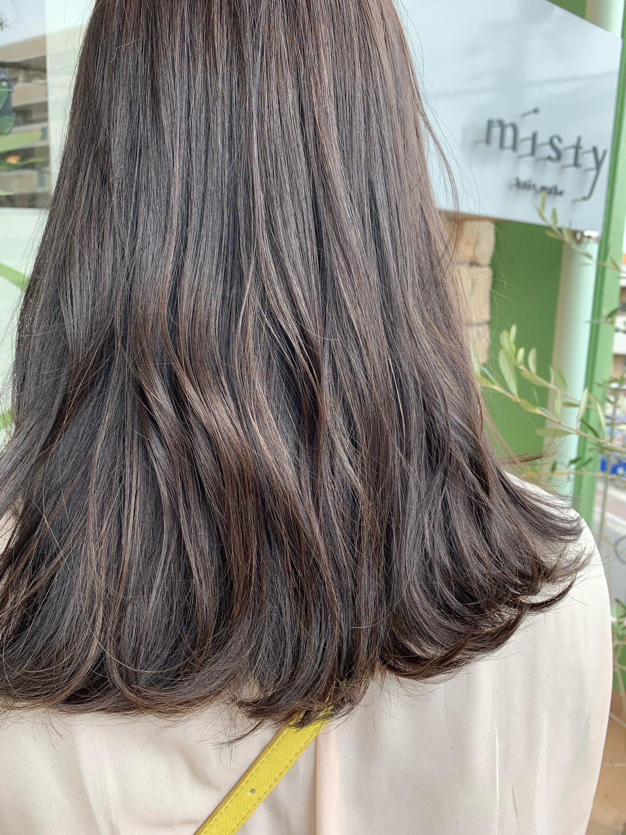 大人ハイライト アッシュグレージュ ハイライト セミロング ヘアスタイルや髪型の写真・画像   ますだまりな / hair make misty