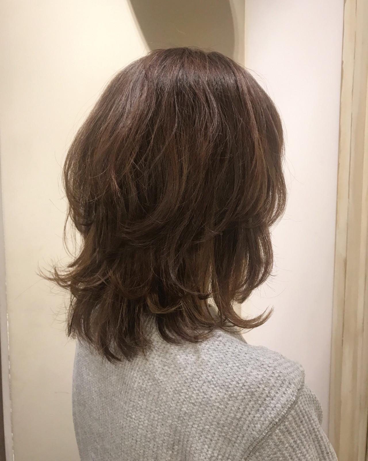くせ毛風 アッシュ グラデーションカラー レイヤーカットヘアスタイルや髪型の写真・画像