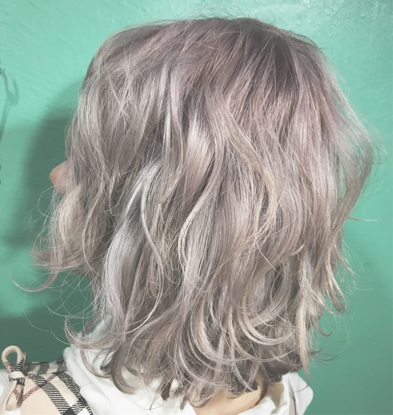 簡単ヘアアレンジ ハイライト ミディアム ブリーチヘアスタイルや髪型の写真・画像