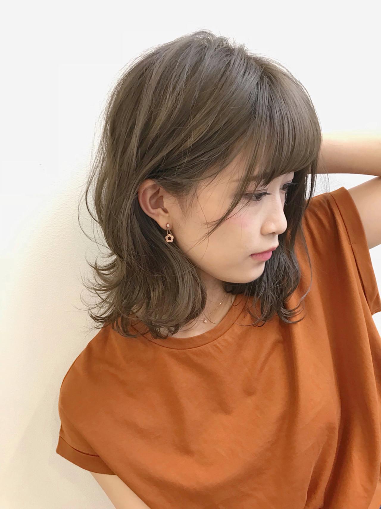 オフィス ヘアアレンジ フェミニン ミディアムヘアスタイルや髪型の写真・画像