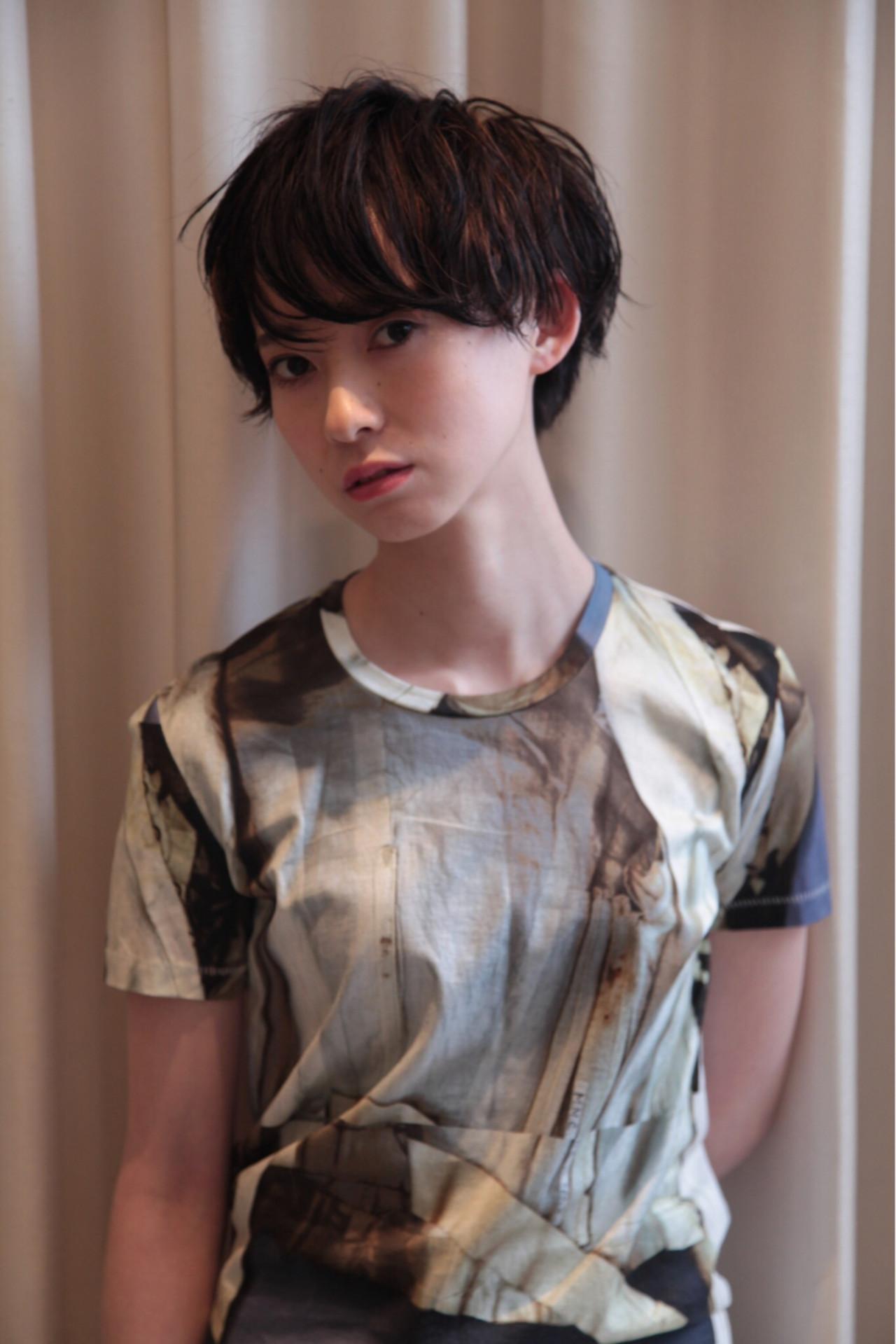黒髪 ショート ウェットヘア モードヘアスタイルや髪型の写真・画像