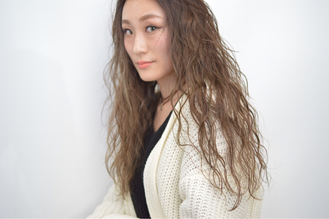 かき上げ前髪 ロング 外国人風 前髪ありヘアスタイルや髪型の写真・画像