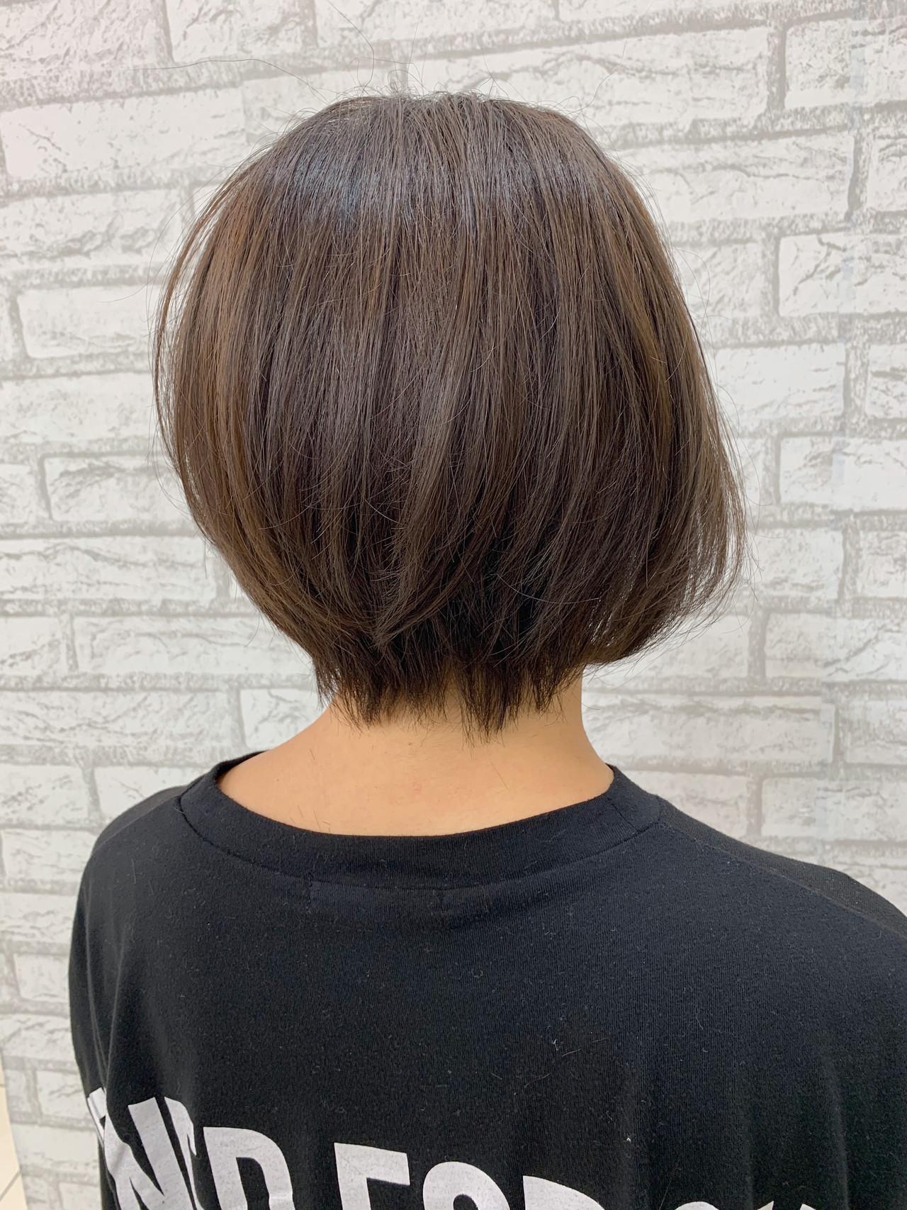アディクシーカラー 耳掛けショート ショートヘア ナチュラルヘアスタイルや髪型の写真・画像