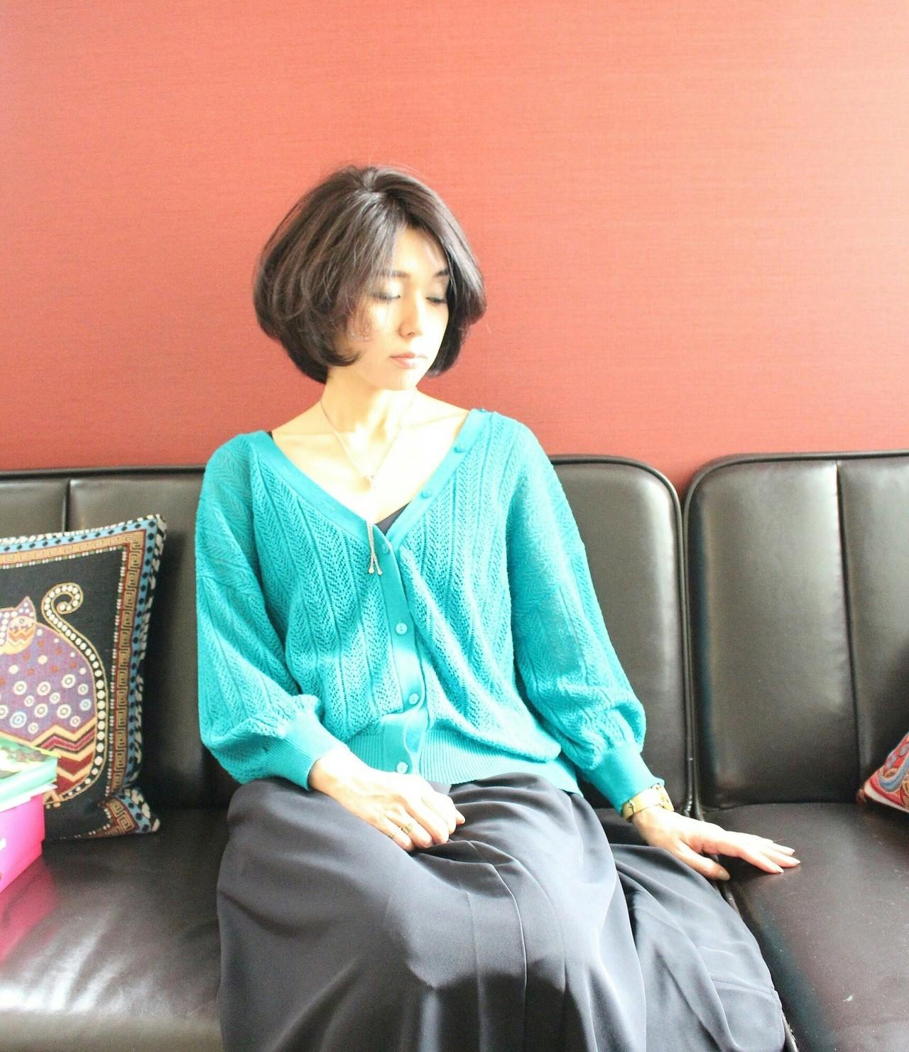 ボブ ツーブロック イルミナカラー フェミニン ヘアスタイルや髪型の写真・画像   Seiichirou Ueda / atelier luretta. Ink blue hair color