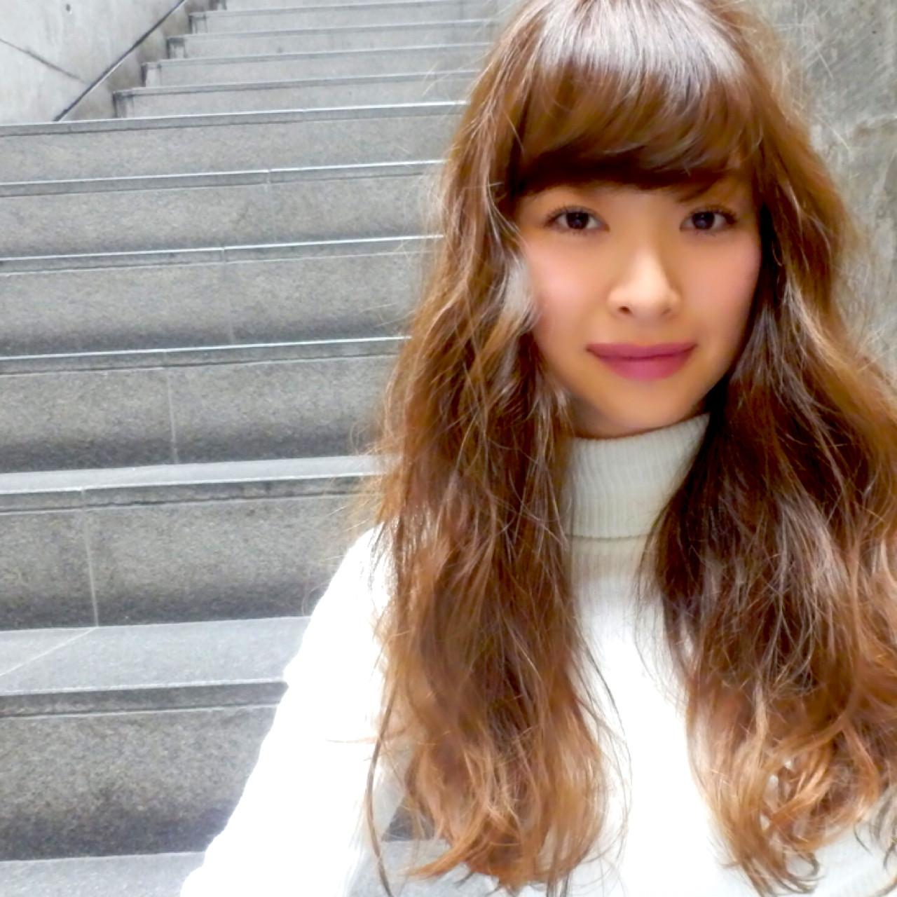 ゆるふわ ブラウン セミロング 外国人風 ヘアスタイルや髪型の写真・画像 | 柳村 豊 / hug by merry