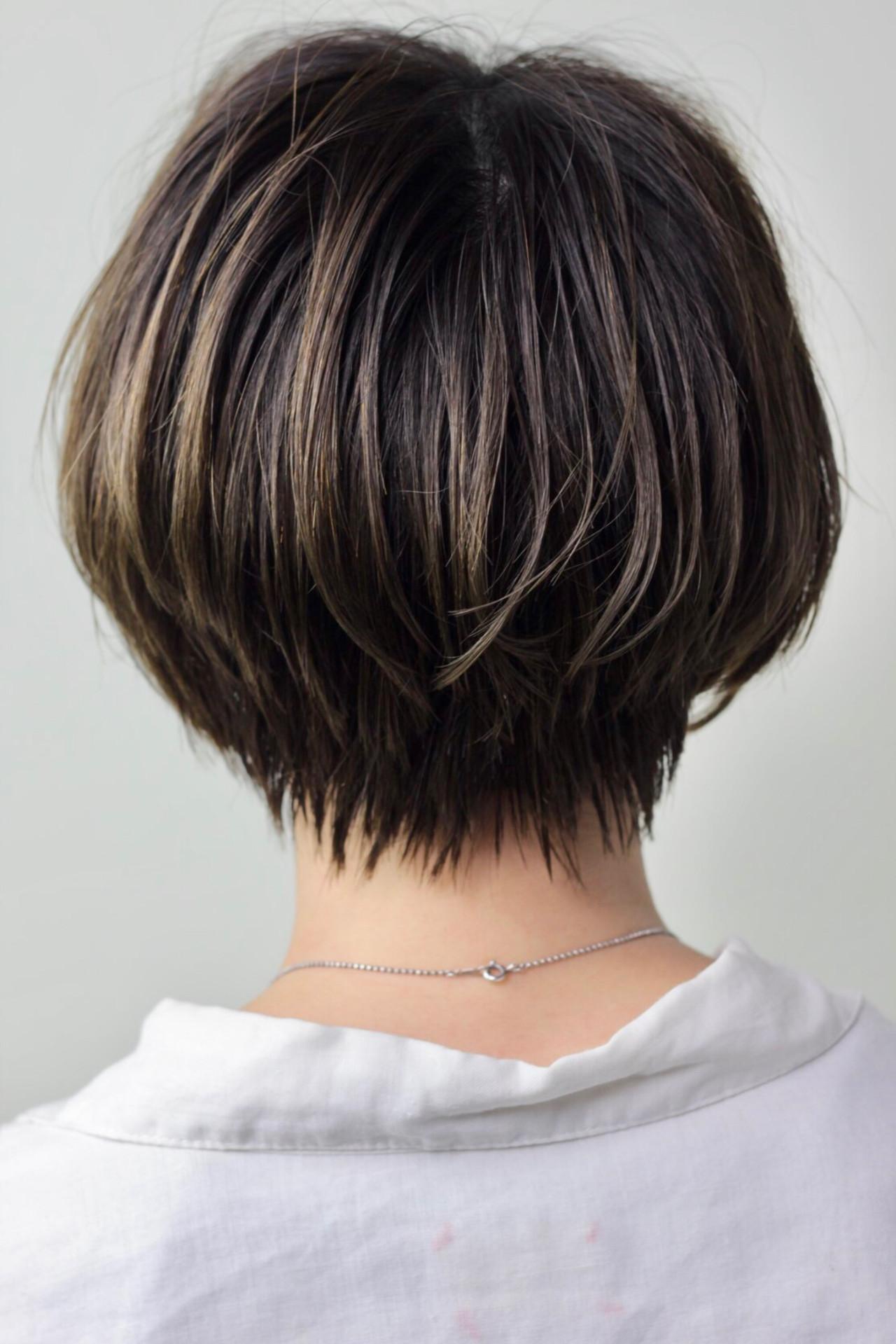 ショート ナチュラル グレージュ 極細ハイライトヘアスタイルや髪型の写真・画像