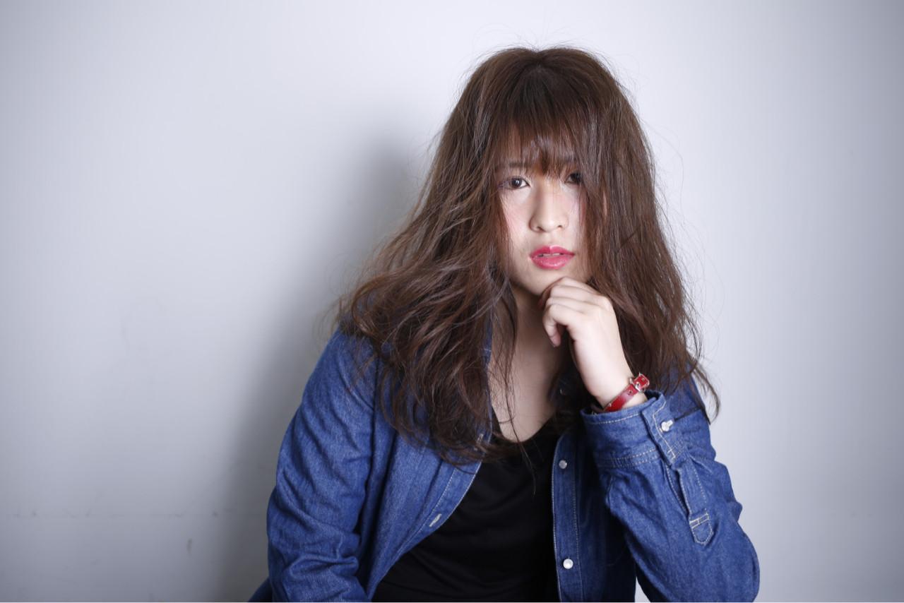 グレージュ アッシュ フェミニン セミロングヘアスタイルや髪型の写真・画像