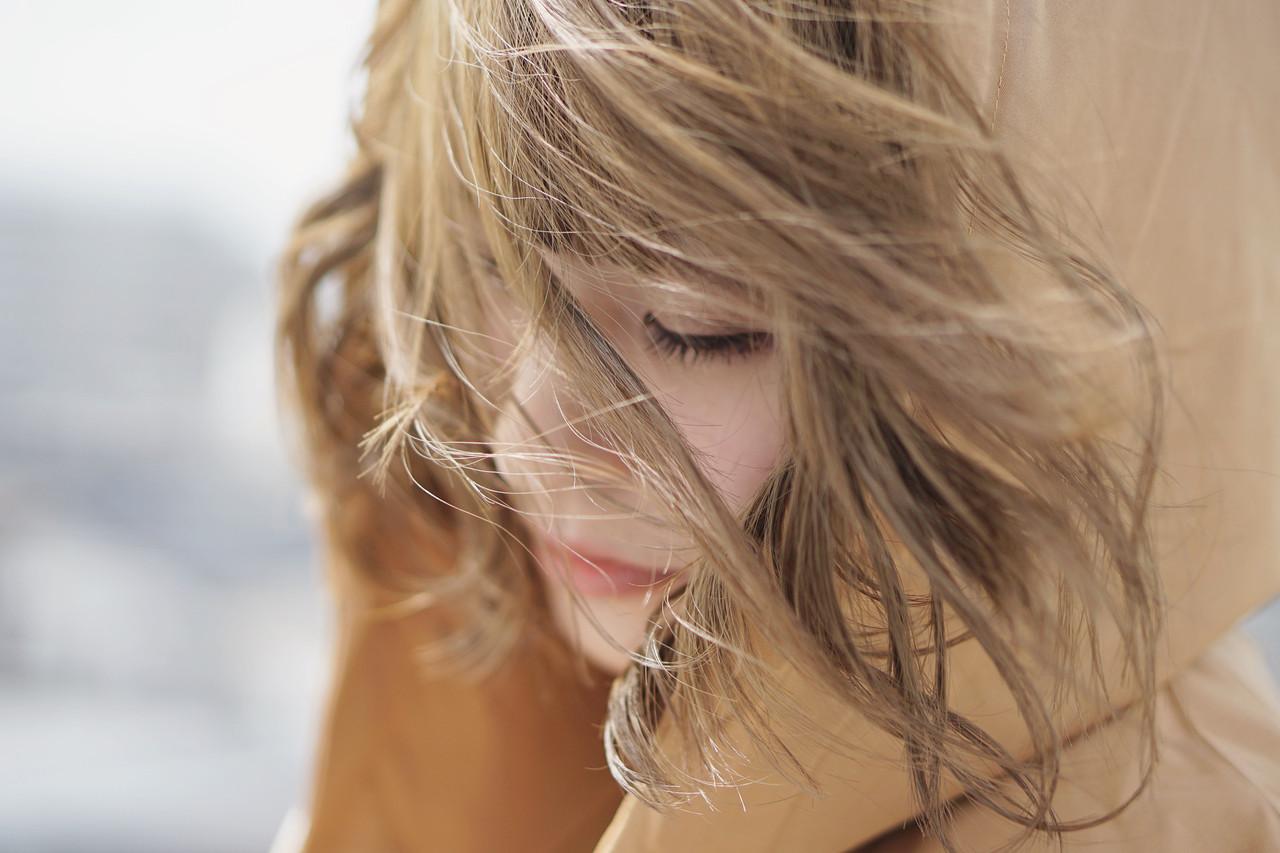 ブリーチカラー ボブ オフィス ミルクティーベージュ ヘアスタイルや髪型の写真・画像 | ショート ハイトーンの達人 ABBEY 迫田 / ABBEY