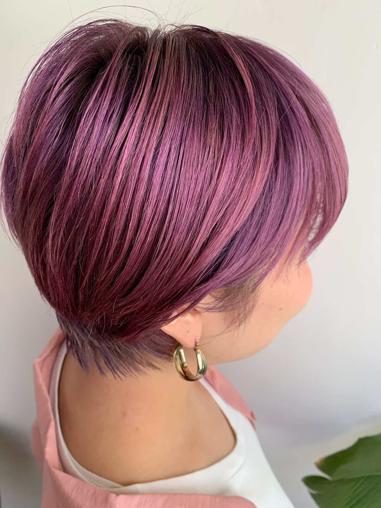 カシスカラー ショート フェミニン ベリーピンクヘアスタイルや髪型の写真・画像