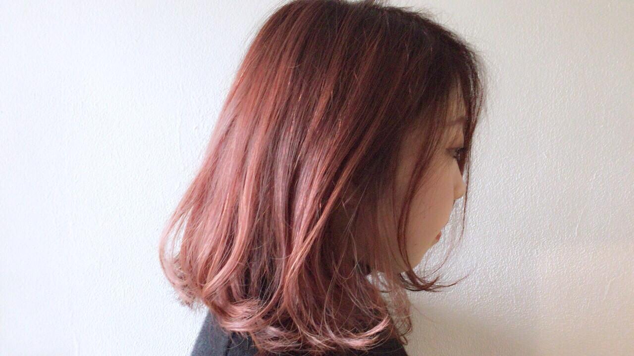 レッド ピンク ラズベリーピンク ボブヘアスタイルや髪型の写真・画像