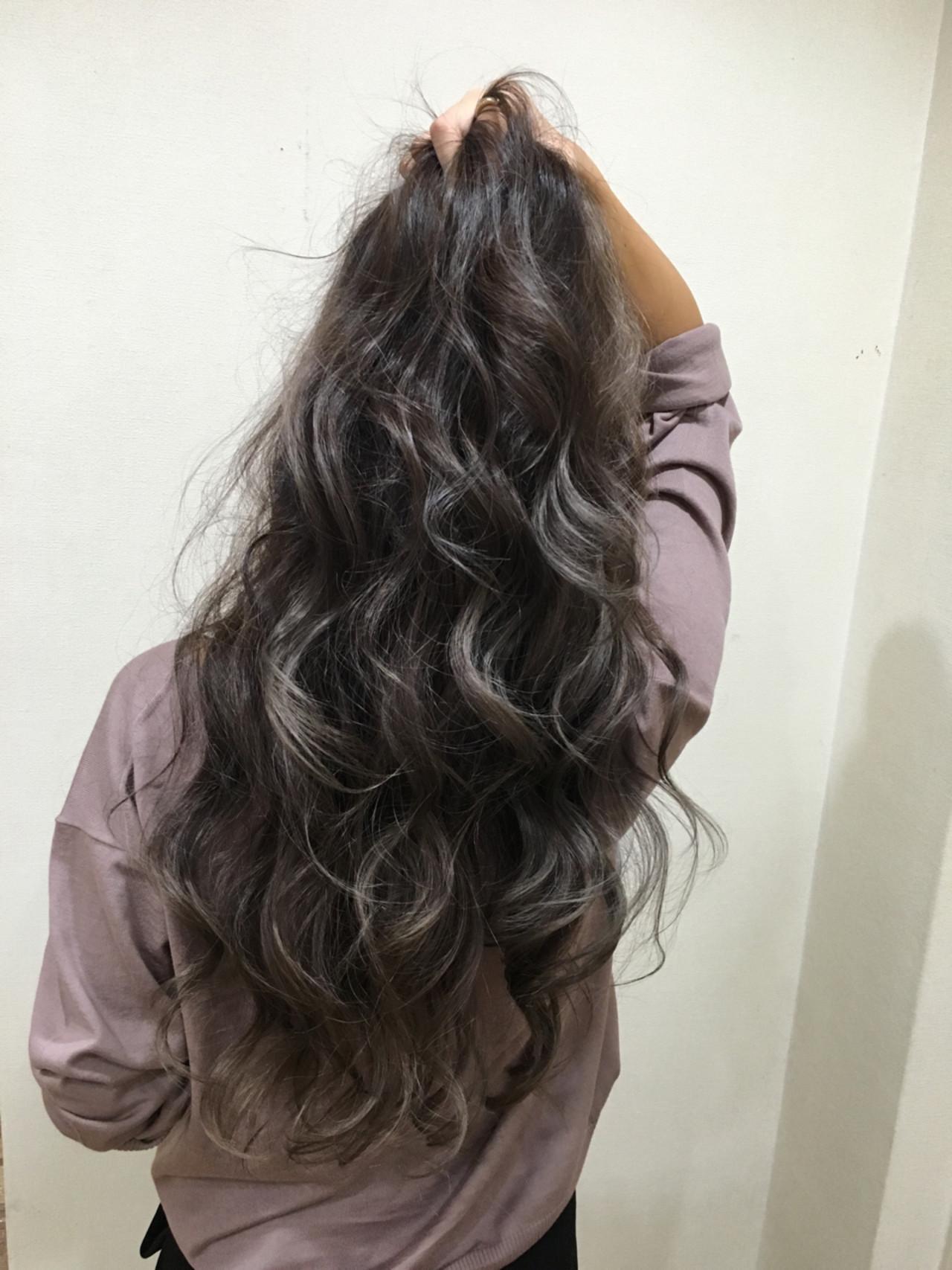 ロング 外国人風 イルミナカラー ラベンダーアッシュ ヘアスタイルや髪型の写真・画像 | 渡海 典子 / Hair Mission
