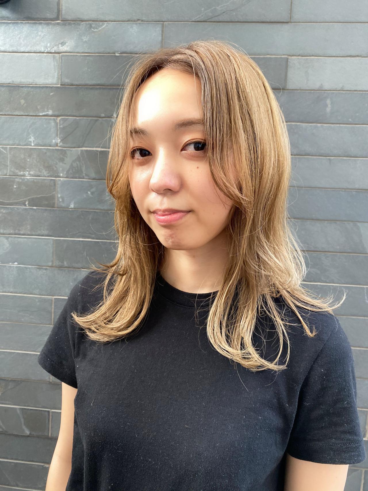 ウルフレイヤー レイヤーカット ハイトーン ストリート ヘアスタイルや髪型の写真・画像