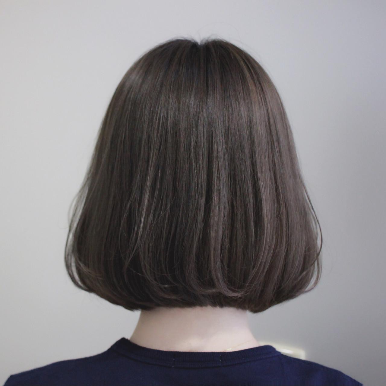 ボブ 切りっぱなし ナチュラル グレージュヘアスタイルや髪型の写真・画像