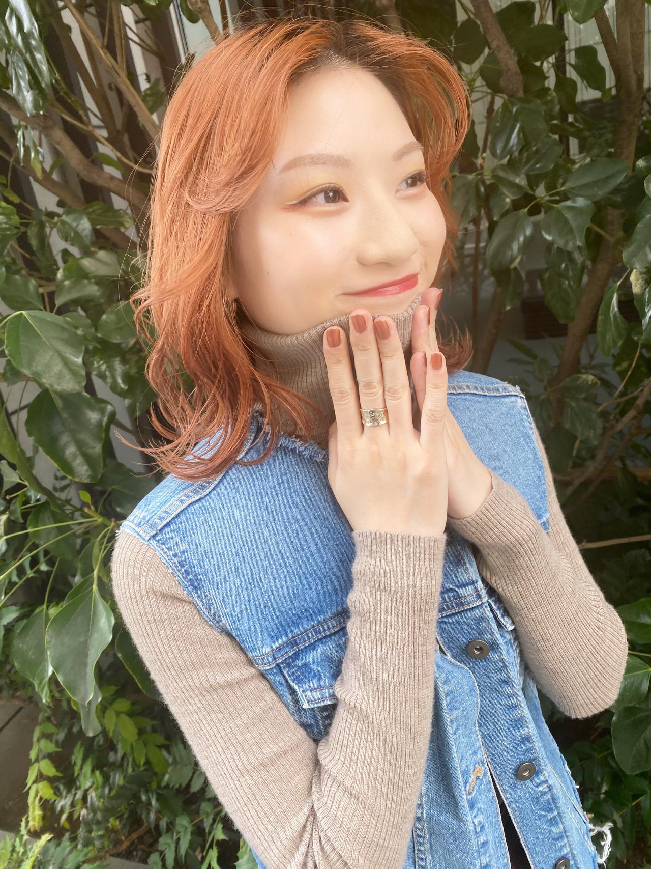 ミディアム オレンジカラー アプリコットオレンジ ナチュラル ヘアスタイルや髪型の写真・画像
