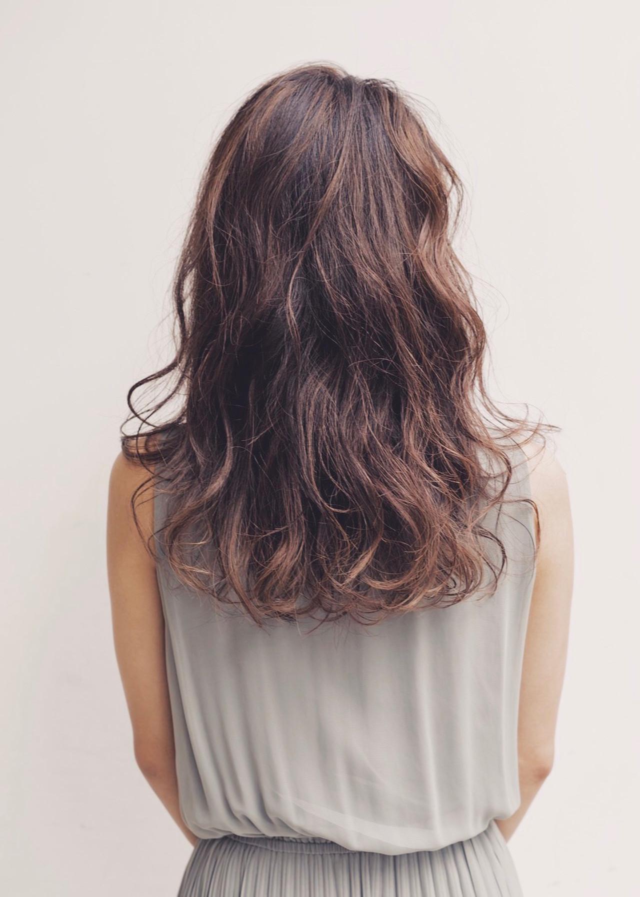 ハイライト インナーカラー パーマ ロングヘアスタイルや髪型の写真・画像