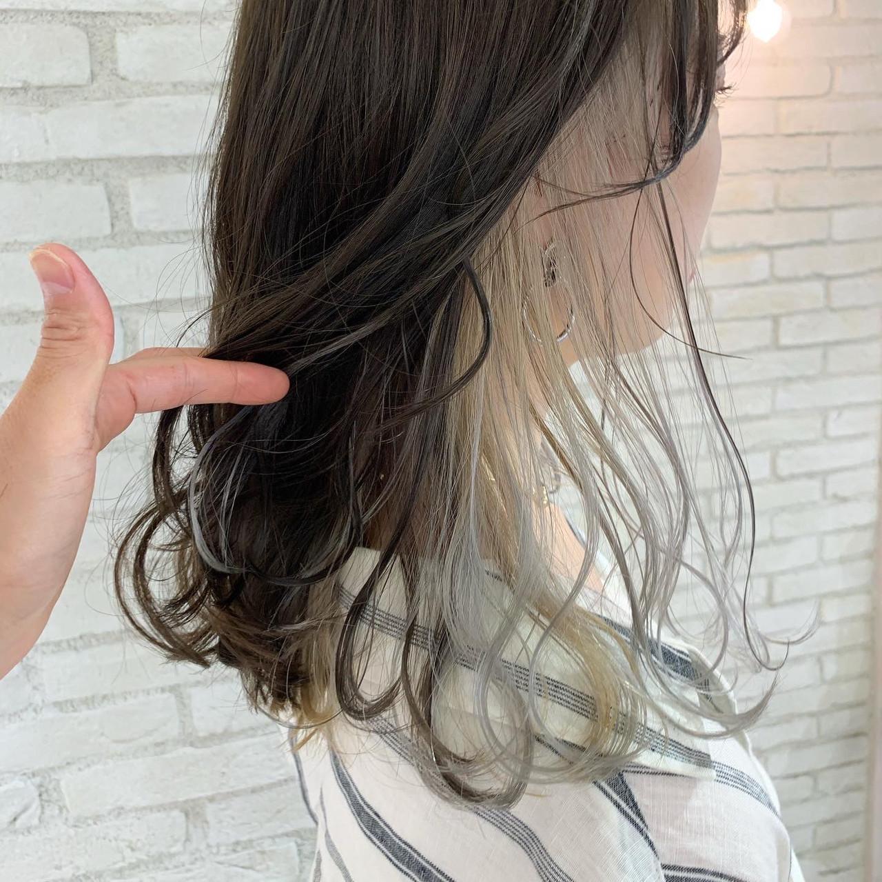 モード インナーカラーホワイト 前髪インナーカラー イヤリングカラー ヘアスタイルや髪型の写真・画像