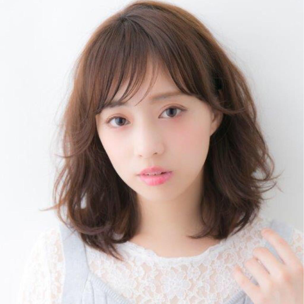 ミディアム ナチュラル パーマ フェミニン ヘアスタイルや髪型の写真・画像   NAOMI / Ramie