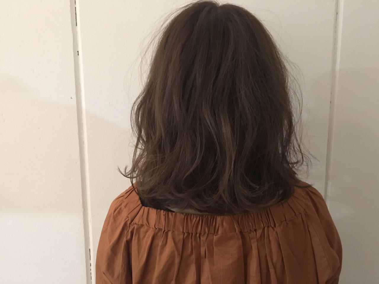 大人かわいい グレージュ アッシュ ミディアム ヘアスタイルや髪型の写真・画像 | 杉谷 将也 / DiLL / DiLL
