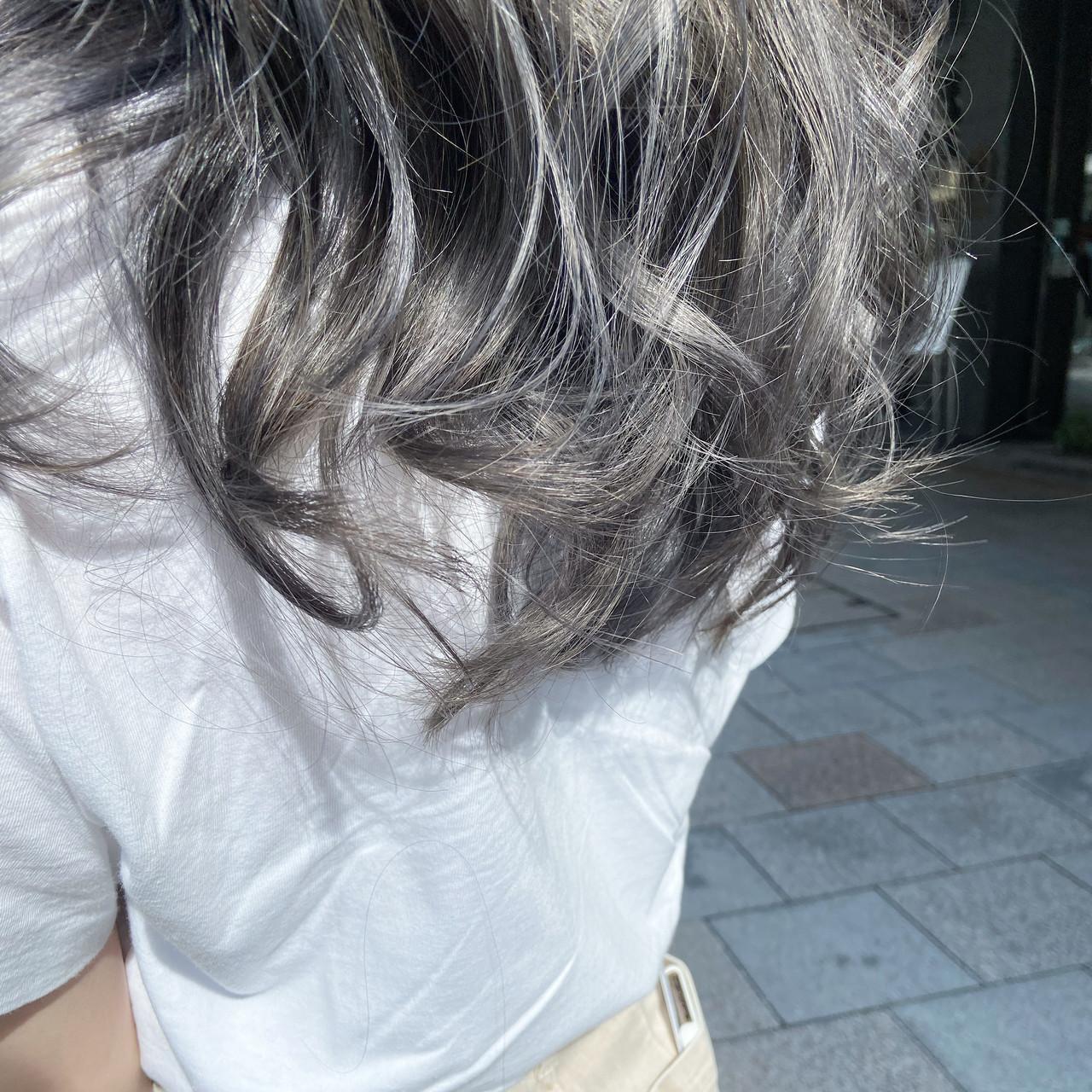 モード グレージュ ブリーチカラー ロング ヘアスタイルや髪型の写真・画像 | 元橋啓太 / snob