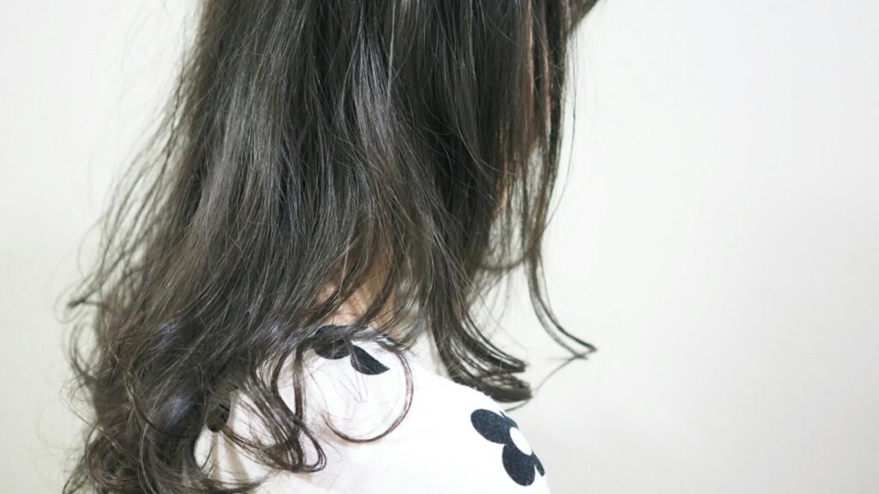 アッシュ ゆるふわ 大人かわいい 暗髪ヘアスタイルや髪型の写真・画像