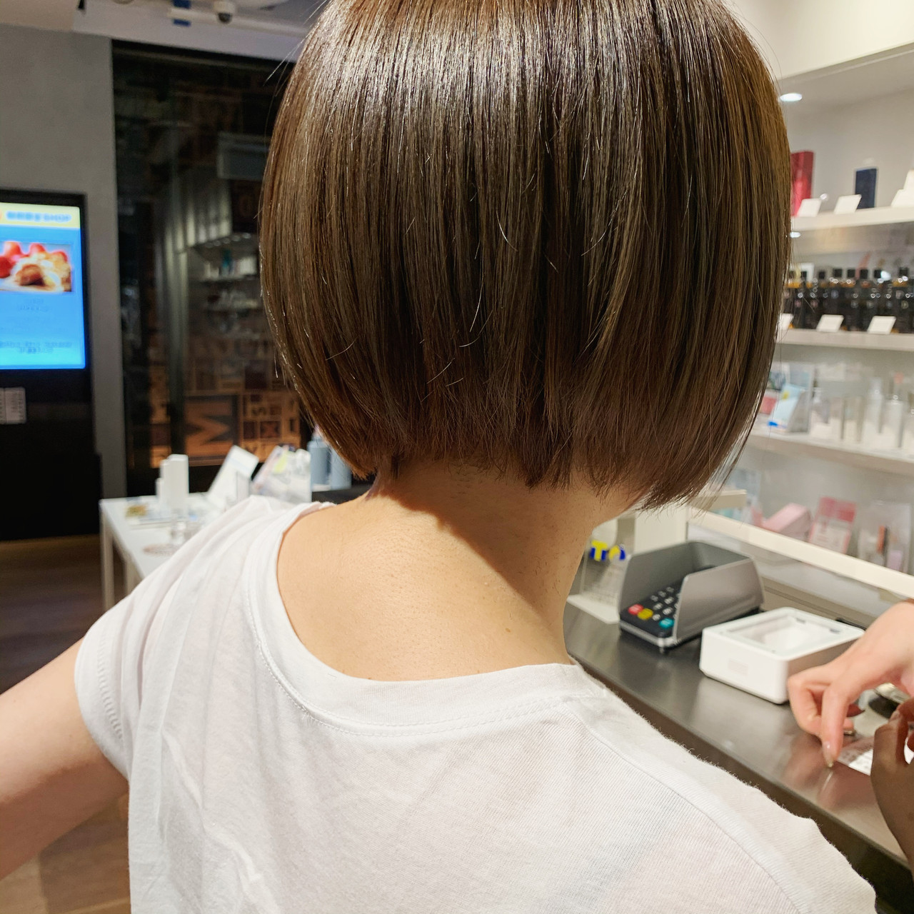 ミニボブ 暗髪 外国人風カラー 切りっぱなしボブヘアスタイルや髪型の写真・画像