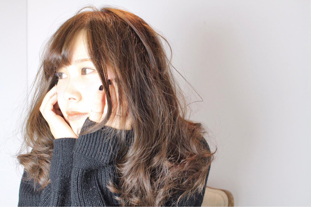 フリンジバング フェミニン 外国人風カラー イルミナカラーヘアスタイルや髪型の写真・画像