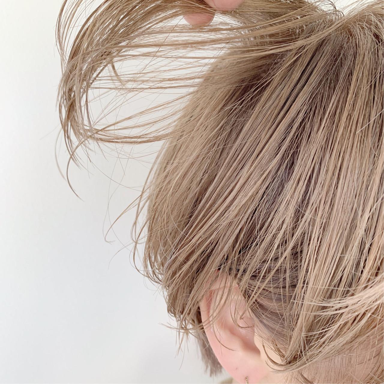 ミルクティーグレージュ ショート ツヤ髪 大人かわいい ヘアスタイルや髪型の写真・画像   中村明俊 / HAVANA 天神