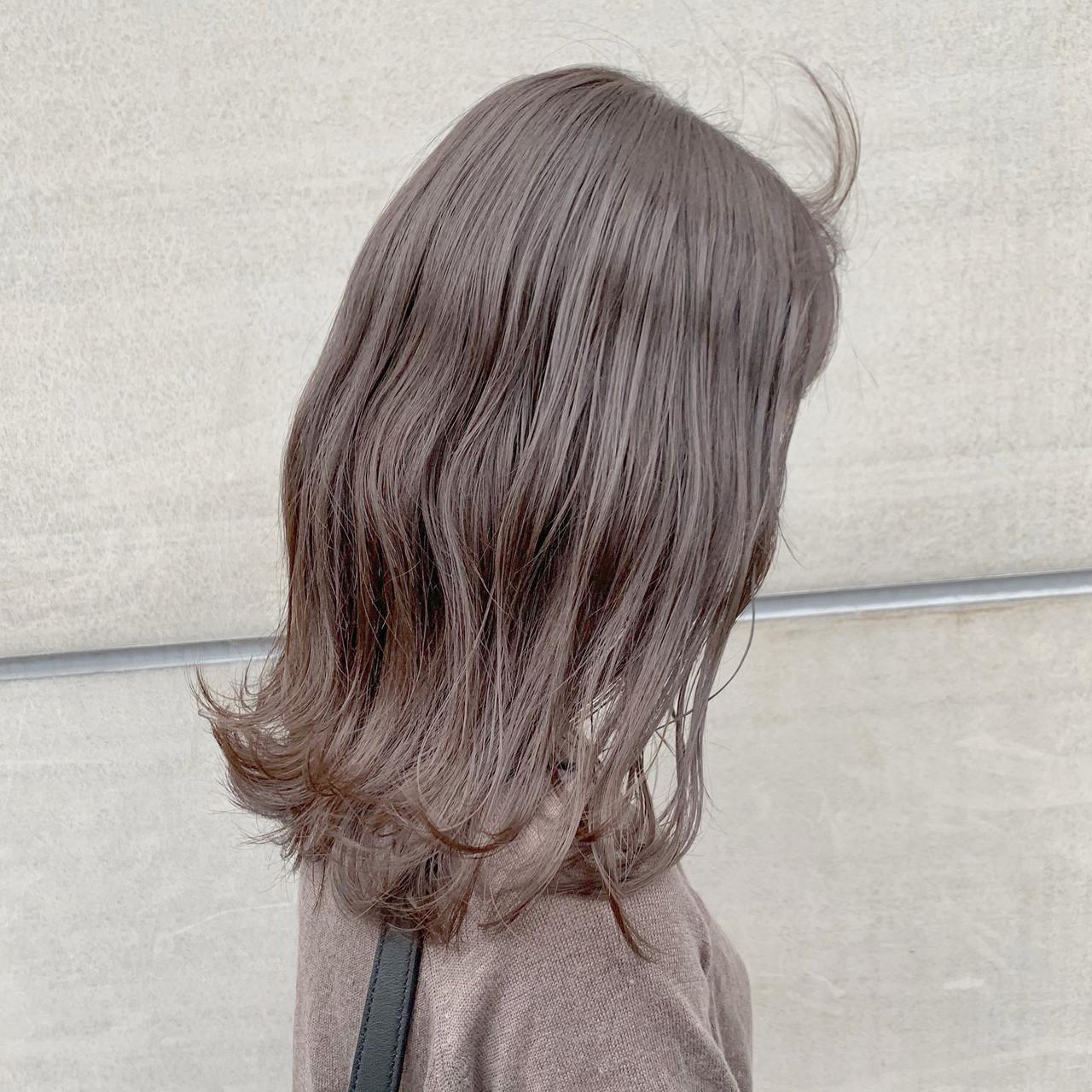 セミロング ピンクベージュ ブリーチなし 透明感カラーヘアスタイルや髪型の写真・画像