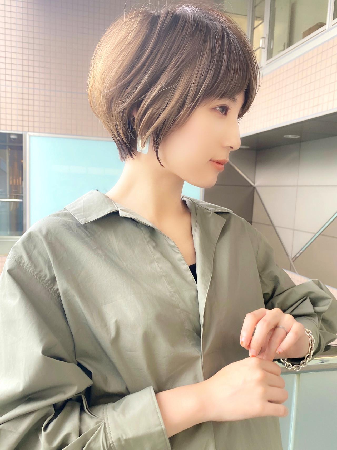 ショートヘア ひし形シルエット マッシュショート ハイライトヘアスタイルや髪型の写真・画像