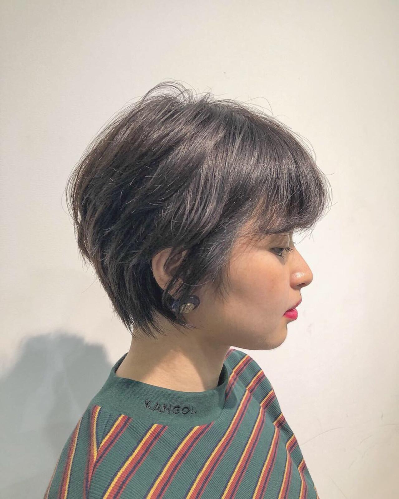 暗髪 ショートボブ ショート アッシュグレーヘアスタイルや髪型の写真・画像