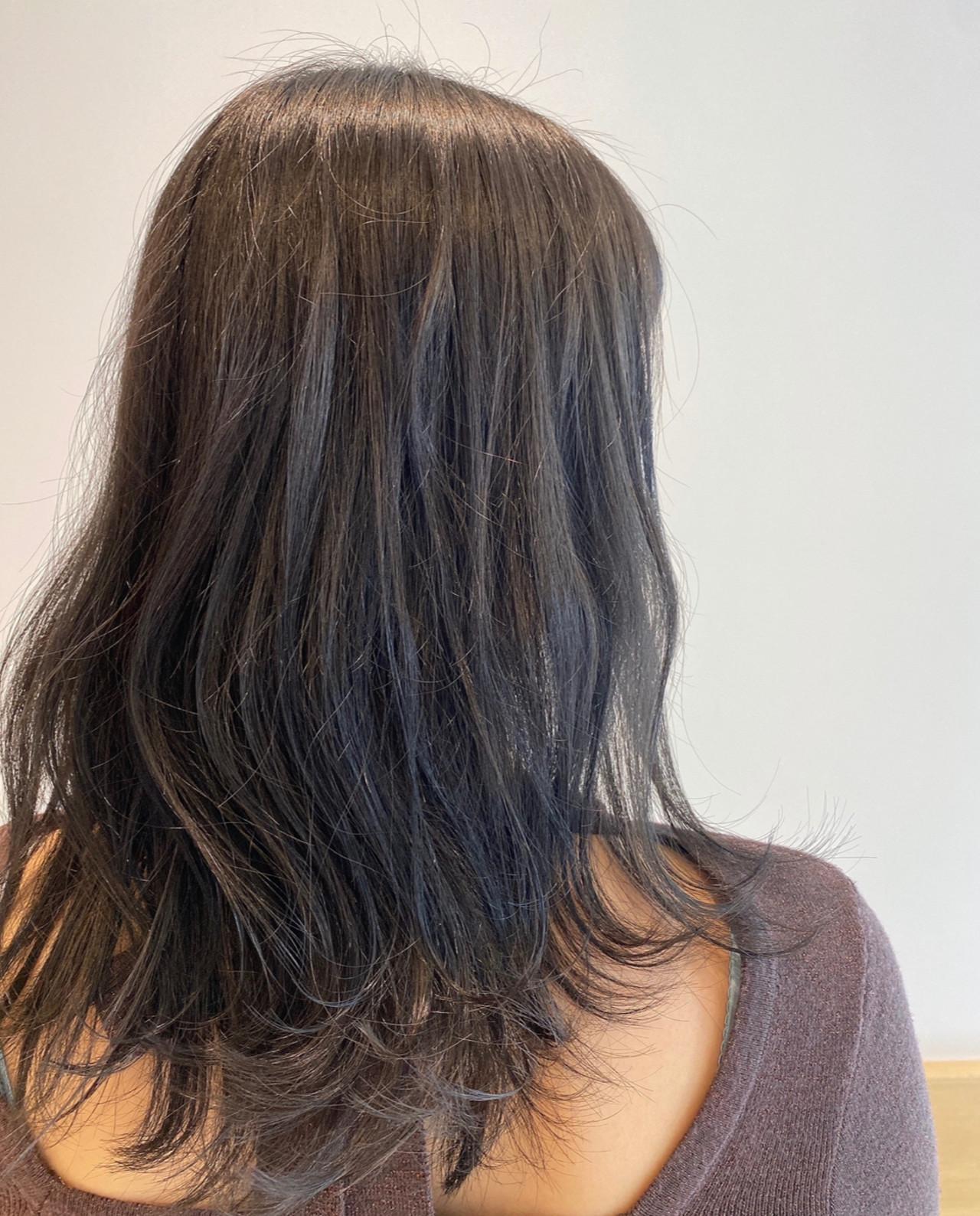 グレージュ 大人ミディアム フェミニン セミロングヘアスタイルや髪型の写真・画像