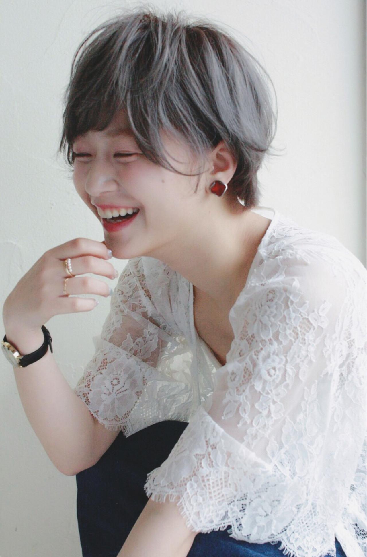 アッシュ グレーアッシュ ハイトーン ナチュラル ヘアスタイルや髪型の写真・画像 | Mirai / enntaku