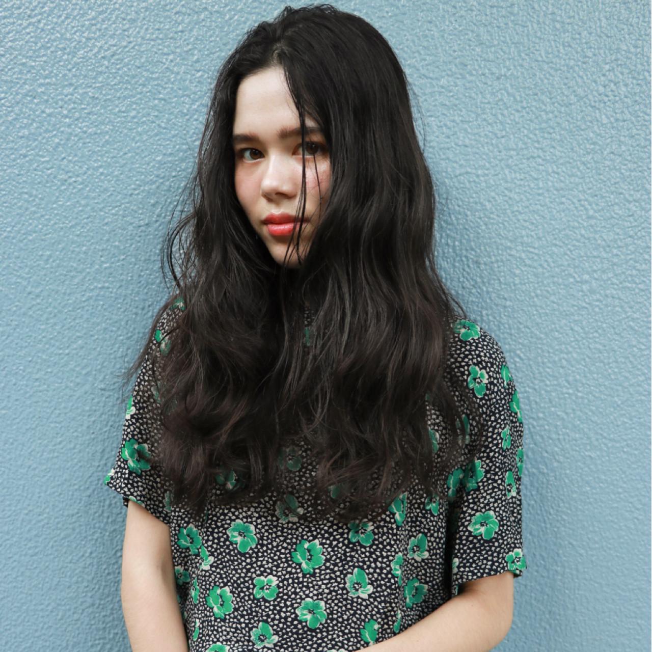 外国人風 パーマ オフィス ロング ヘアスタイルや髪型の写真・画像 | 一色 さおり / LOAVE AOYAMA(ローブ アオヤマ)