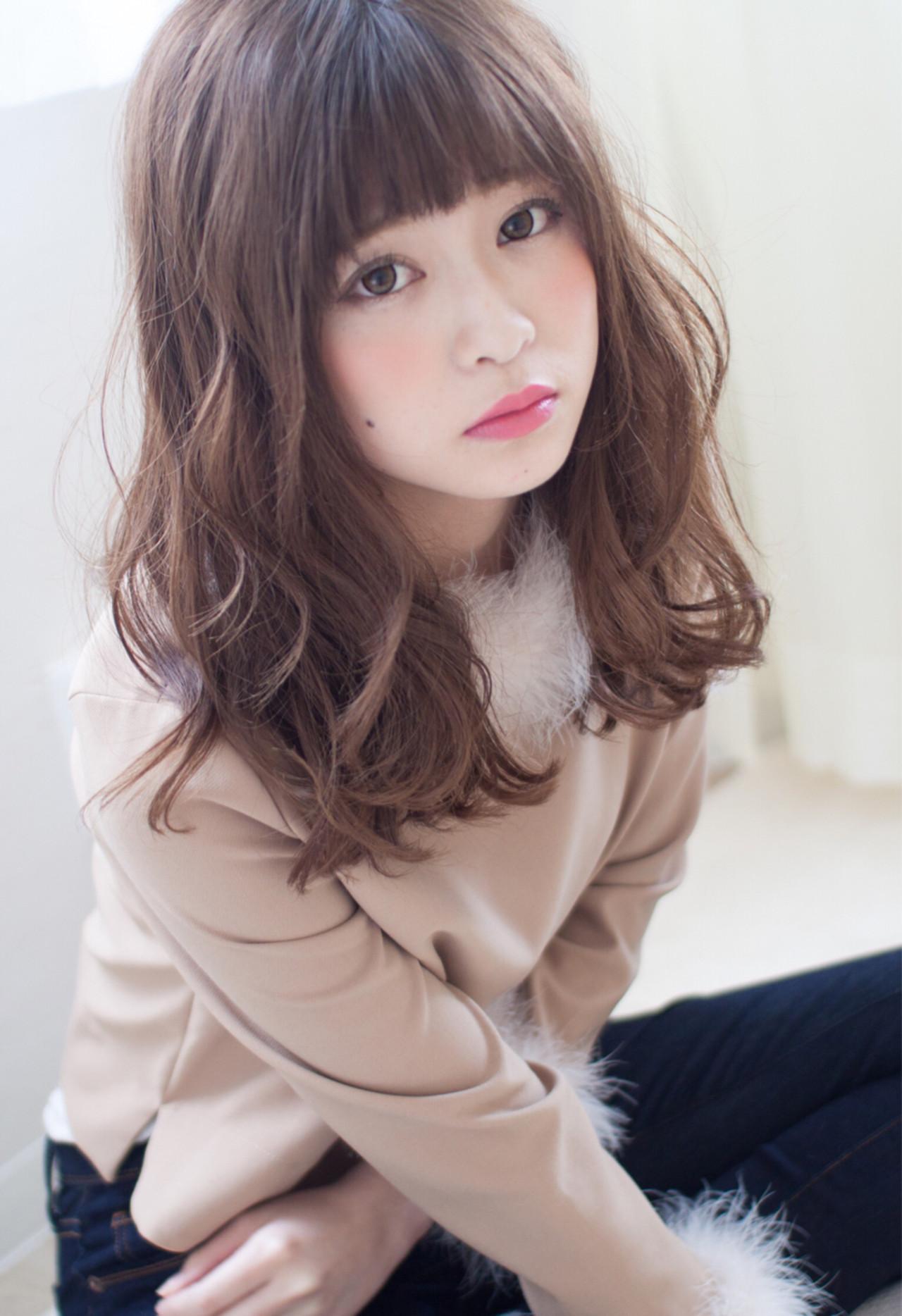 ナチュラル パーマ 前髪あり 小顔 ヘアスタイルや髪型の写真・画像 | 今井 寛子 / LOUIMADNA栄