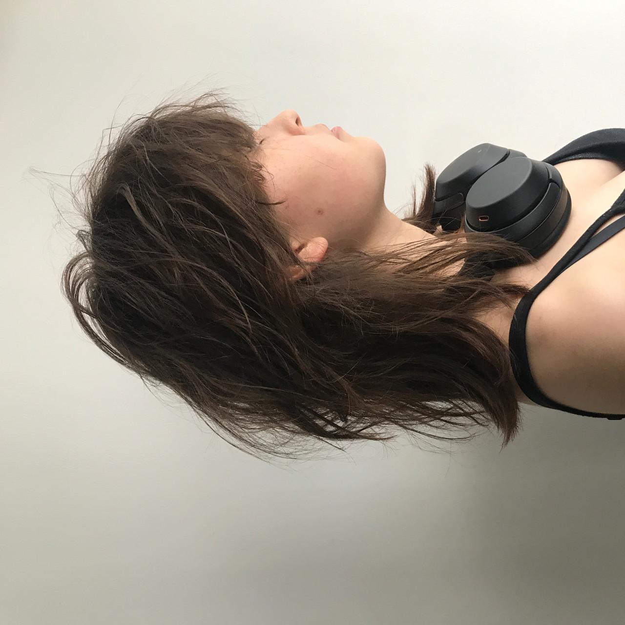 ミディアム ウルフカット パーマ ヘアアレンジヘアスタイルや髪型の写真・画像