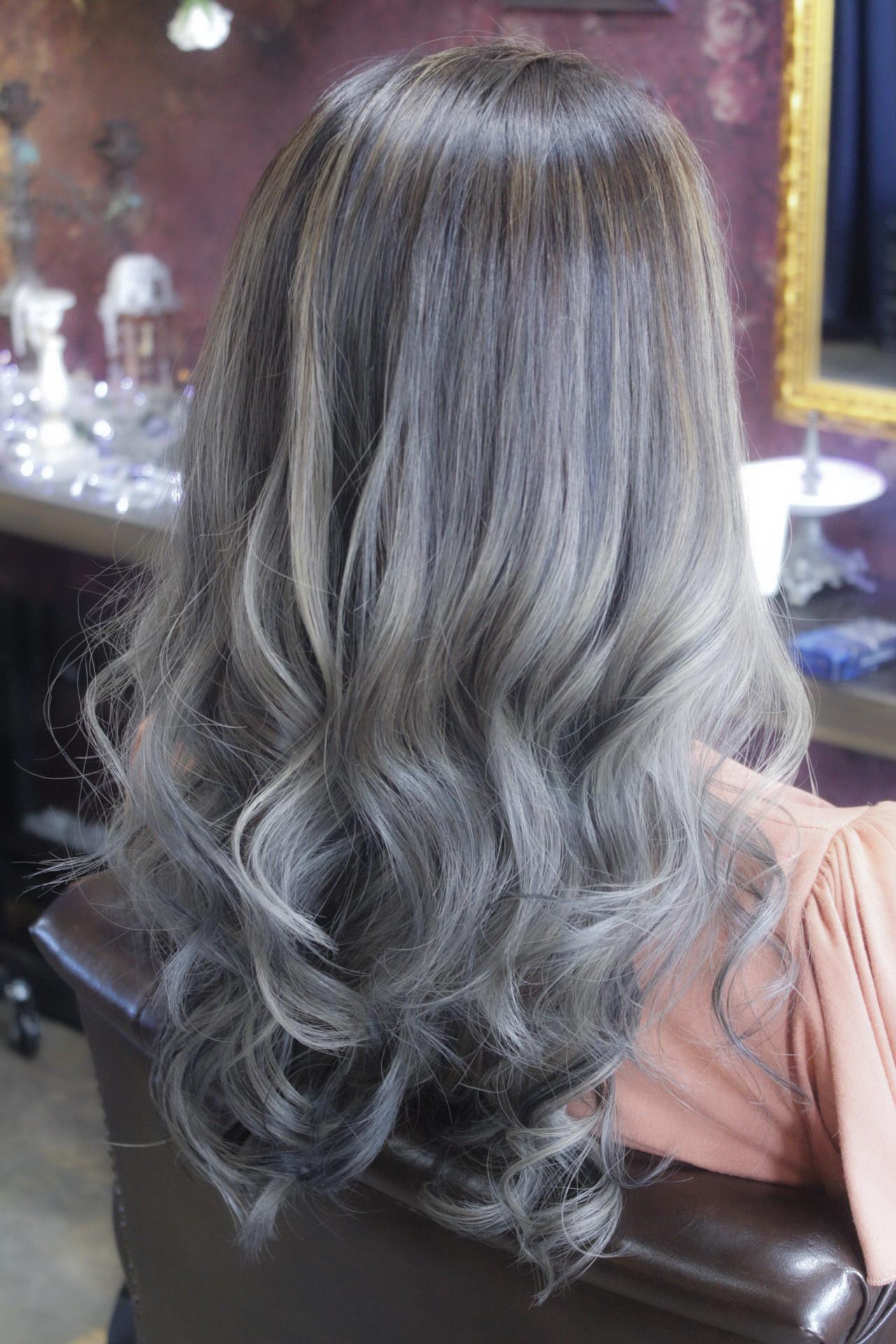 ブリーチ ロング ダブルカラー バレイヤージュヘアスタイルや髪型の写真・画像