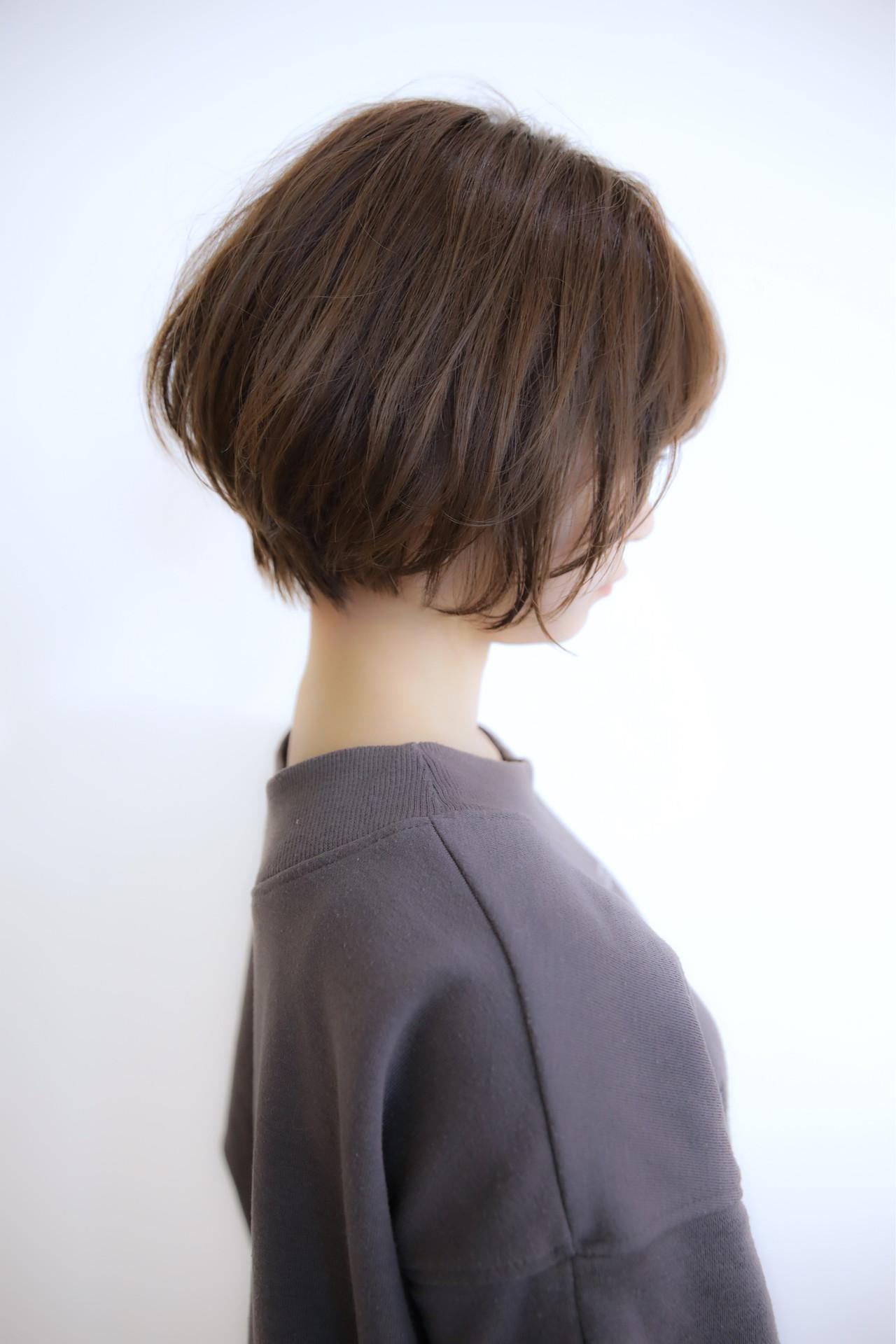 ショートボブ パーマ フェミニン モテボブヘアスタイルや髪型の写真・画像