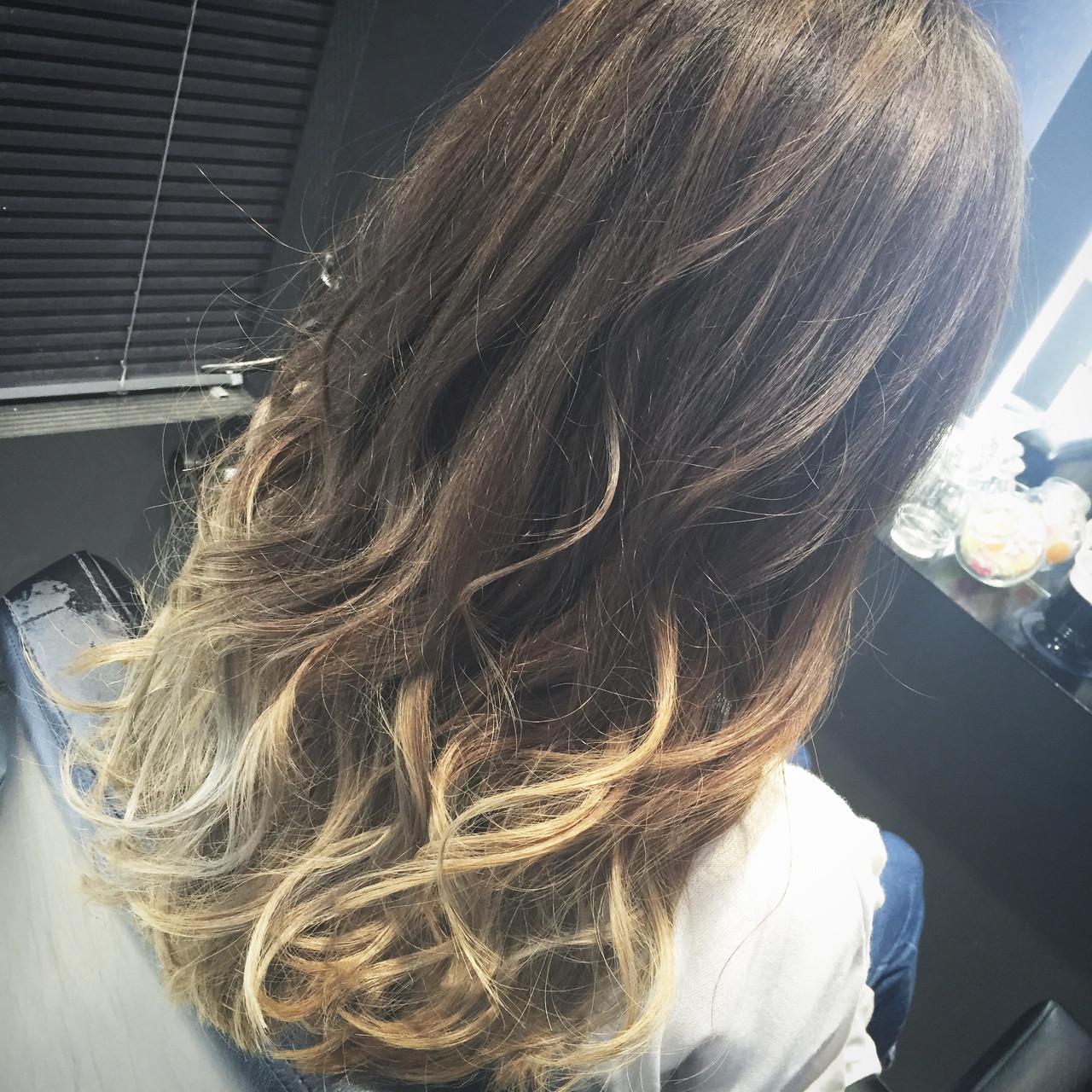 ハイライト ロング 前髪あり ストリートヘアスタイルや髪型の写真・画像