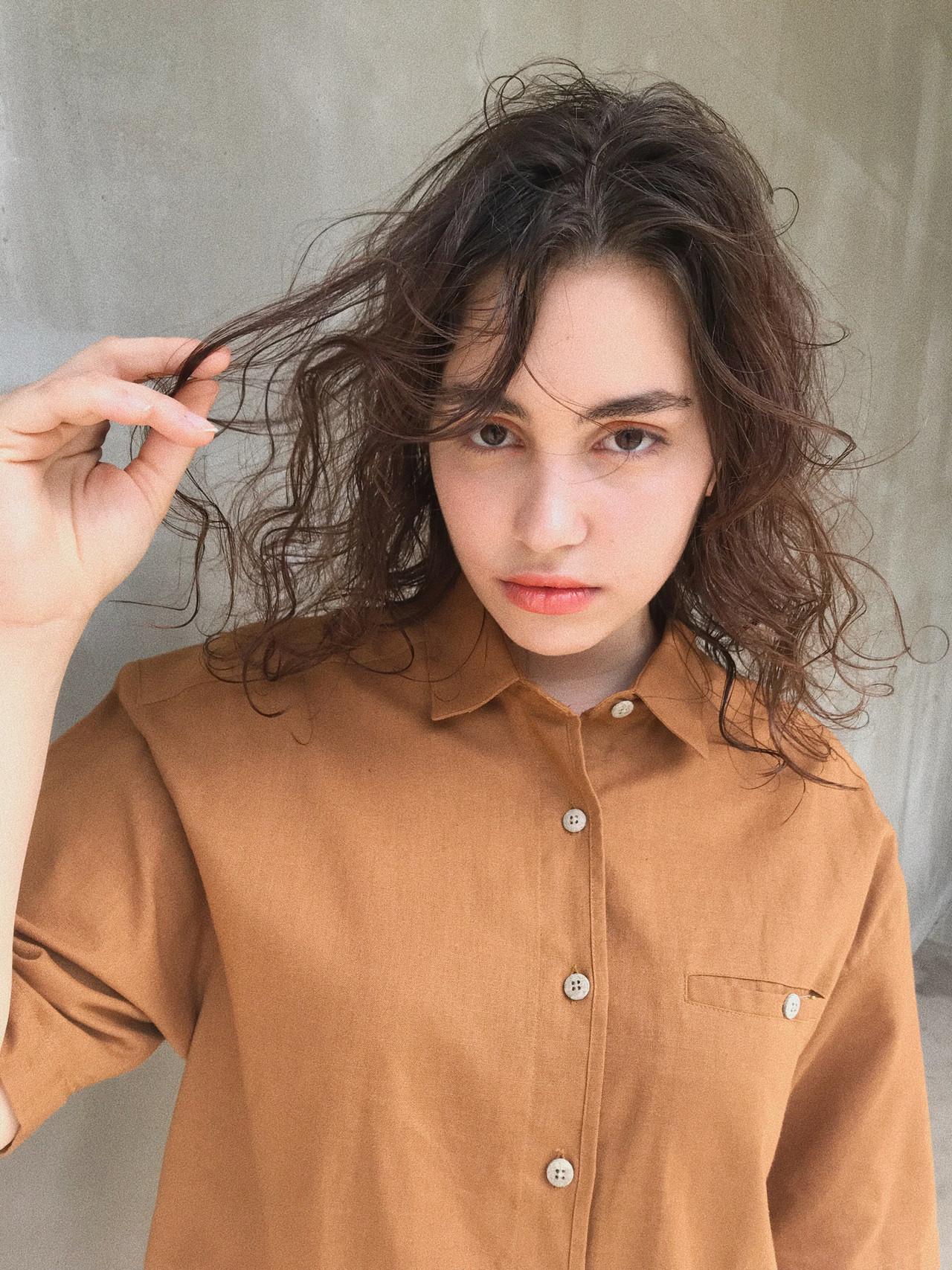 抜け感 スパイラルパーマ パーマ ミディアム ヘアスタイルや髪型の写真・画像
