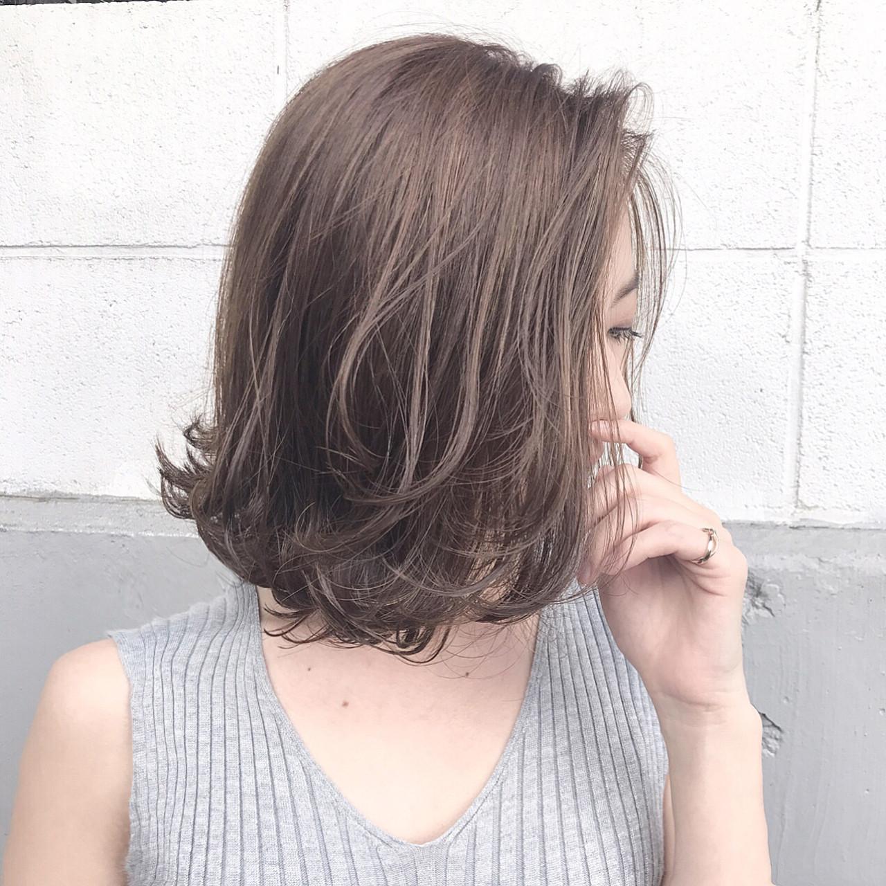 アッシュ ハイライト フェミニン アンニュイヘアスタイルや髪型の写真・画像