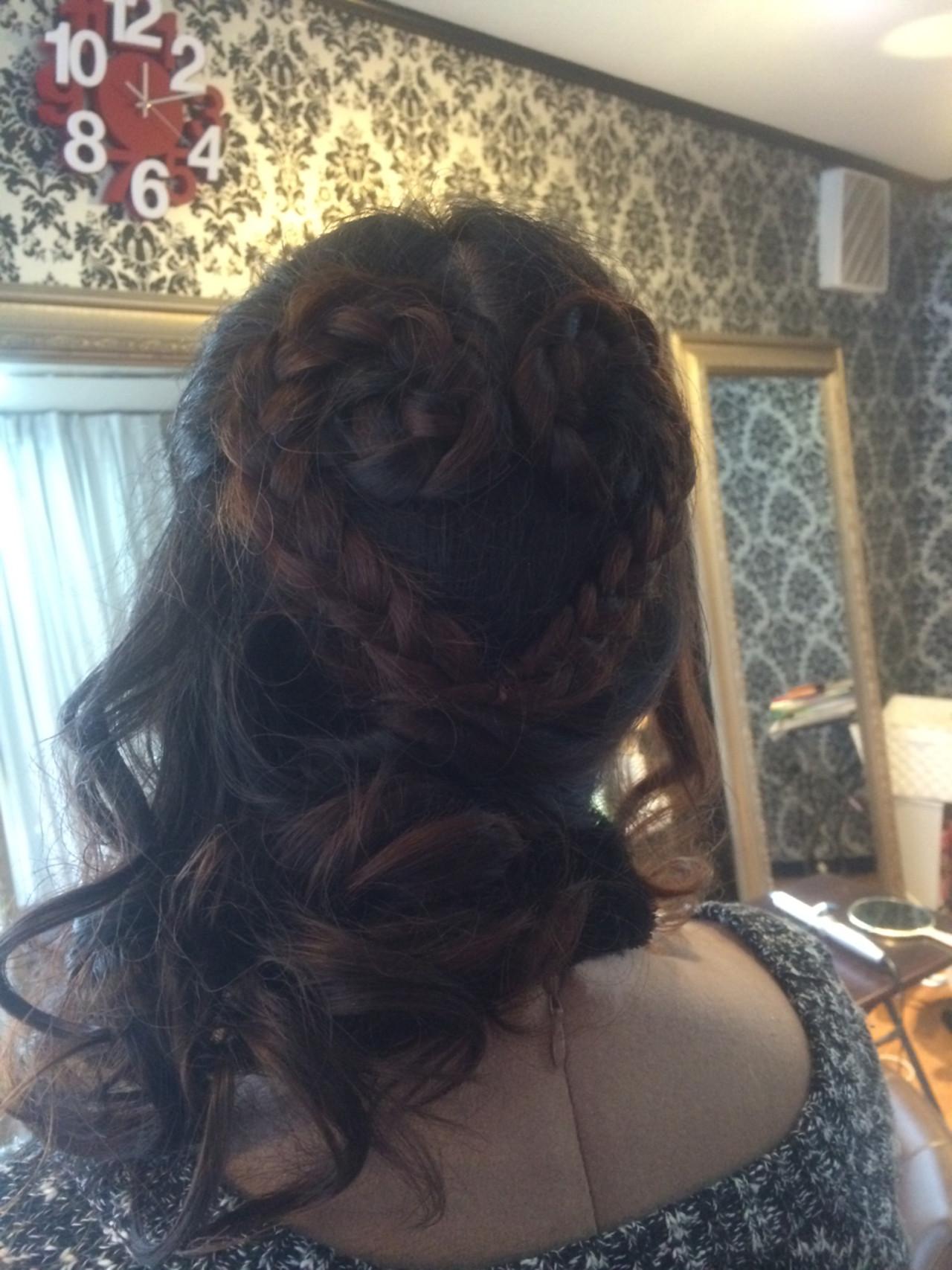 ショート 簡単ヘアアレンジ ヘアアレンジ フェミニン ヘアスタイルや髪型の写真・画像   エイ / aime