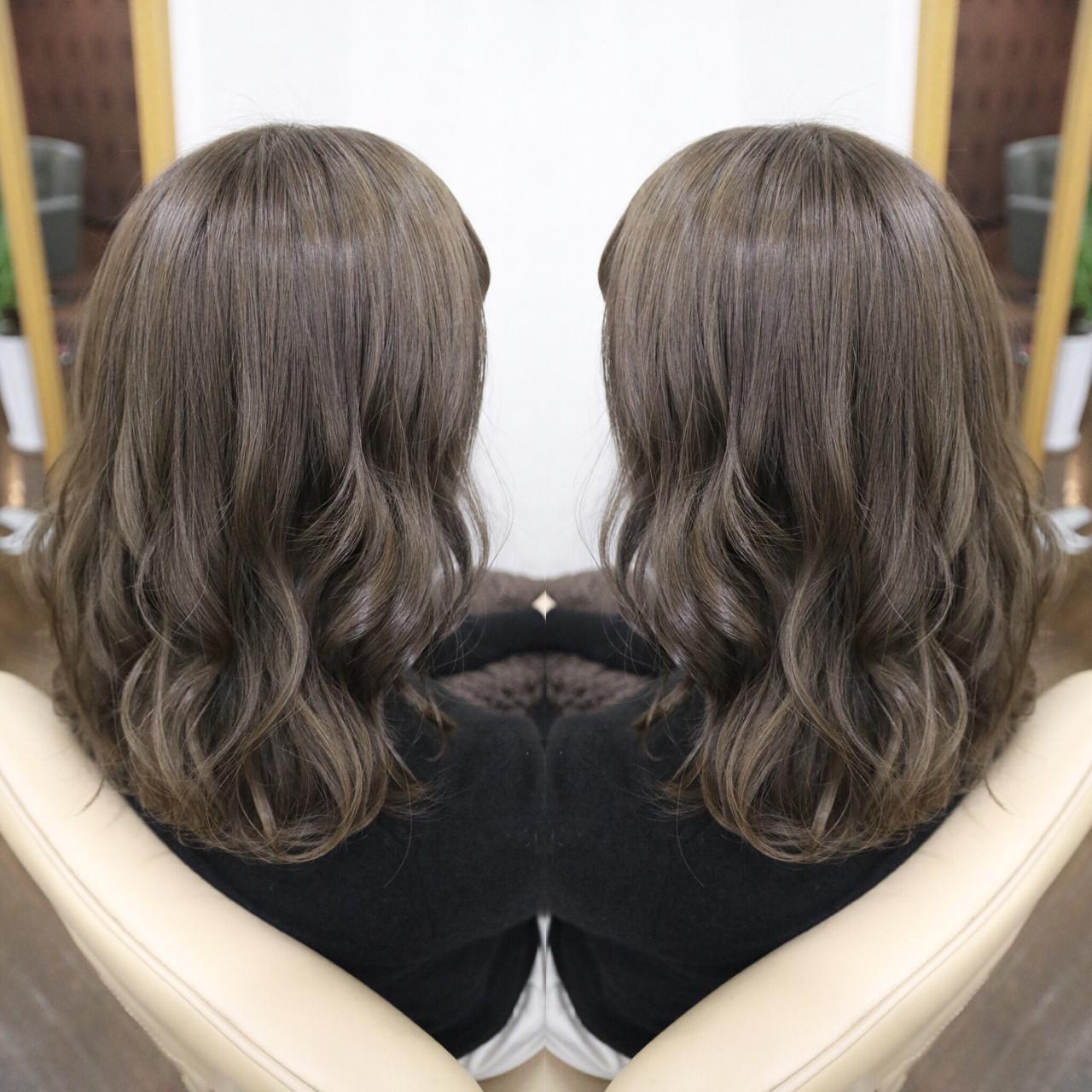 ニュアンス 大人女子 ミルクティー アッシュ ヘアスタイルや髪型の写真・画像 | 植松 裕也 / Hair design Laule'a une ラウレア