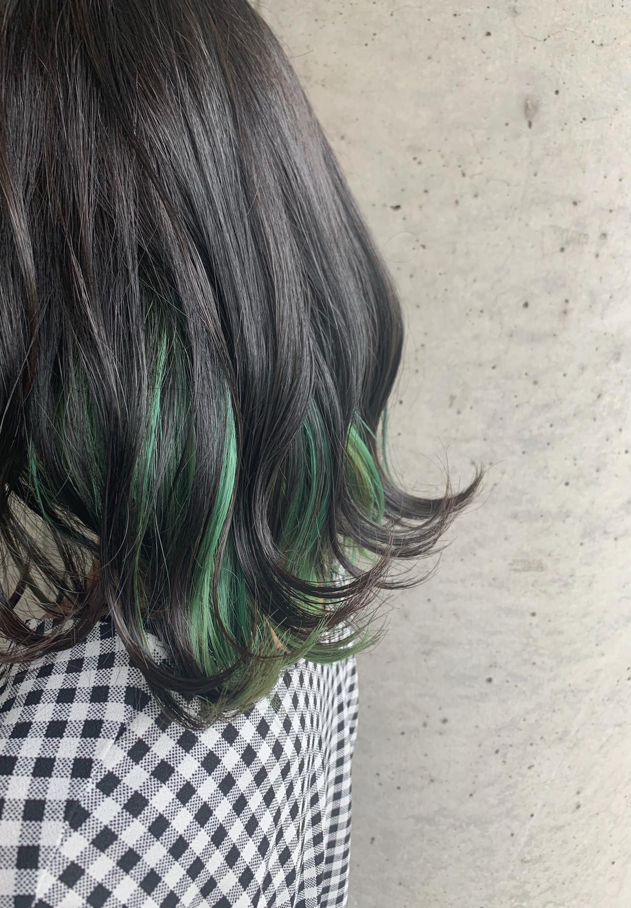 インナーカラー グリーン ミディアム ナチュラル ヘアスタイルや髪型の写真・画像