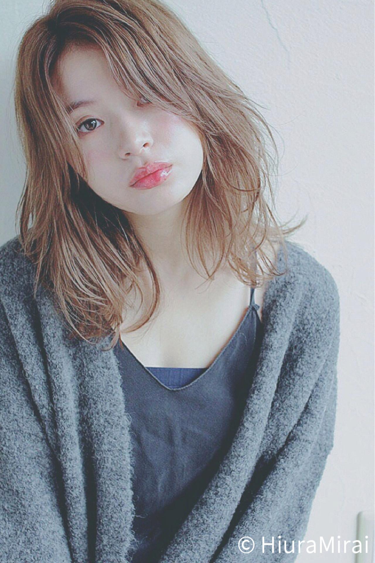 センターパート ミディアム ナチュラル 斜め前髪 ヘアスタイルや髪型の写真・画像 | Mirai / enntaku