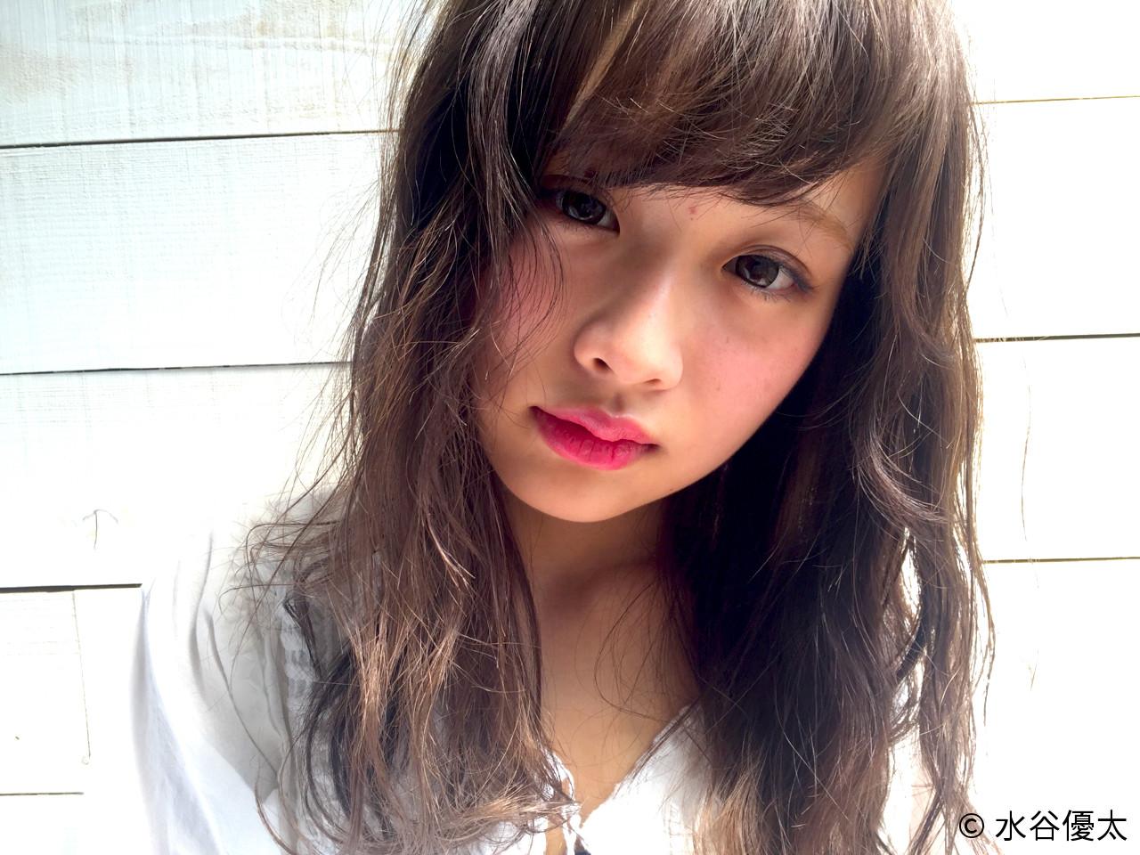 アッシュ ガーリー グレージュ ロング ヘアスタイルや髪型の写真・画像   水谷優太 / BUDDYHAIRFRAIS