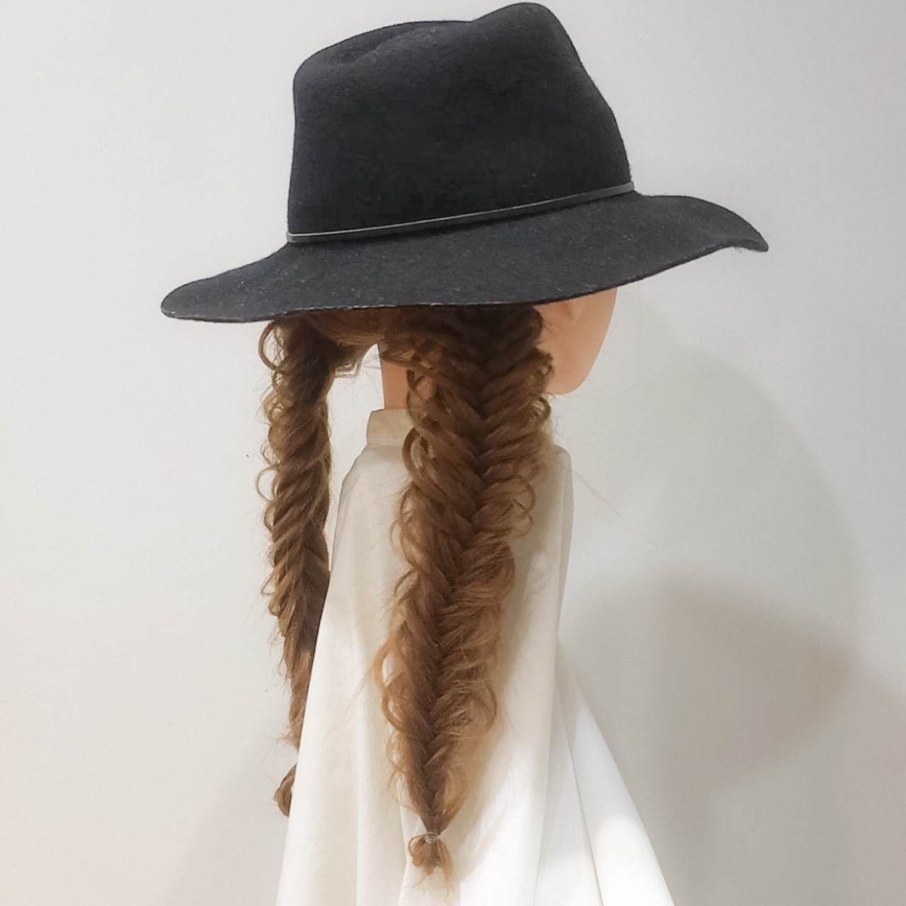フィッシュボーン ロング ツインテール 大人女子ヘアスタイルや髪型の写真・画像