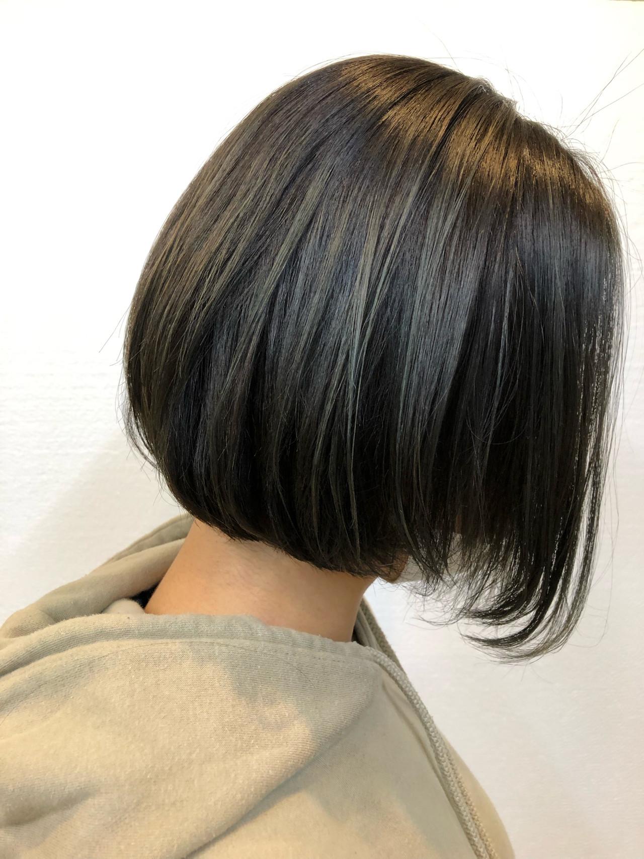 前下がりボブ ハイライト 大人ハイライト デニムヘアスタイルや髪型の写真・画像