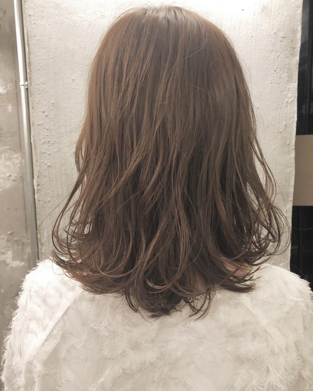 透明感 ハイライト 切りっぱなし おフェロヘアスタイルや髪型の写真・画像